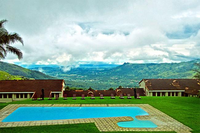 Mountain Inn Poolside